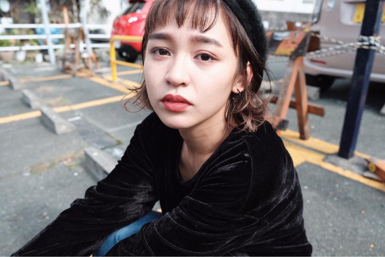 暗髪 ベレー帽 ボブ ストリート ヘアスタイルや髪型の写真・画像
