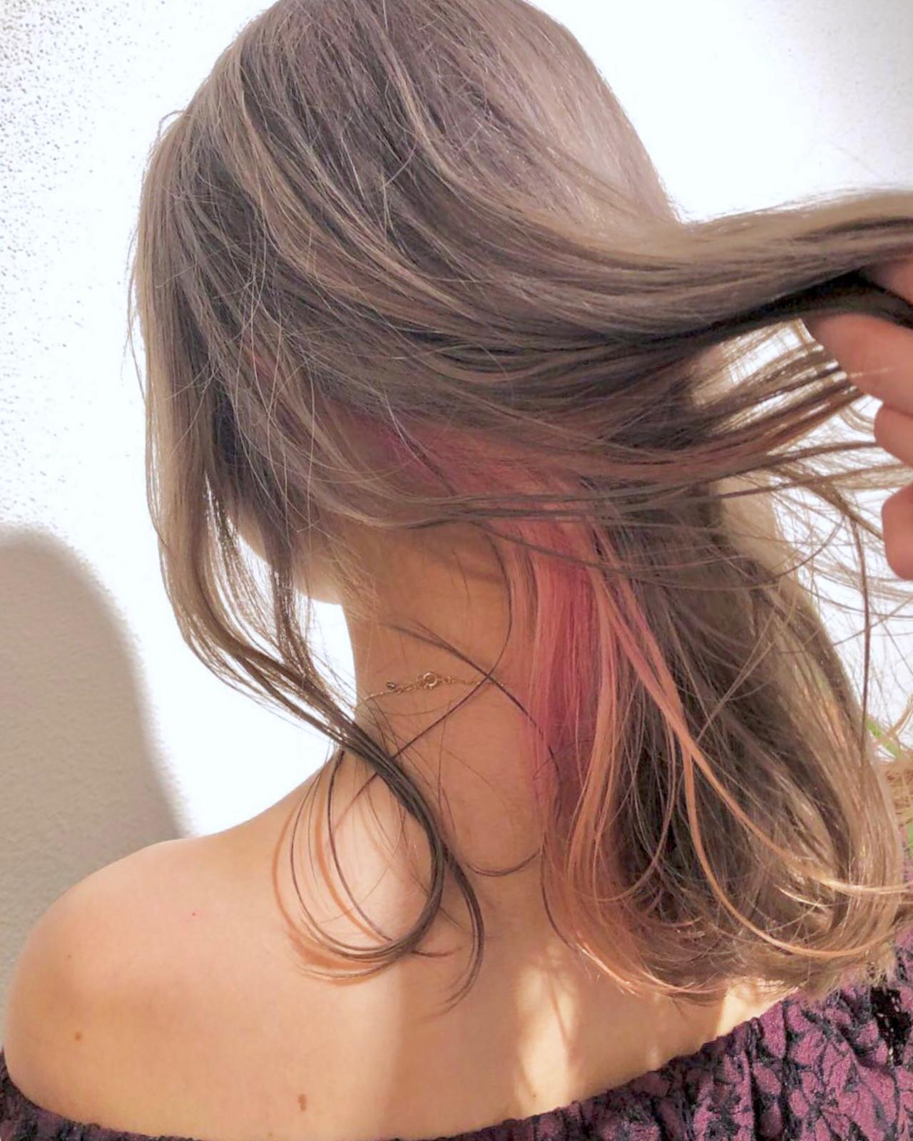 アッシュグレージュ インナーカラー ストリート ハイトーンカラー ヘアスタイルや髪型の写真・画像