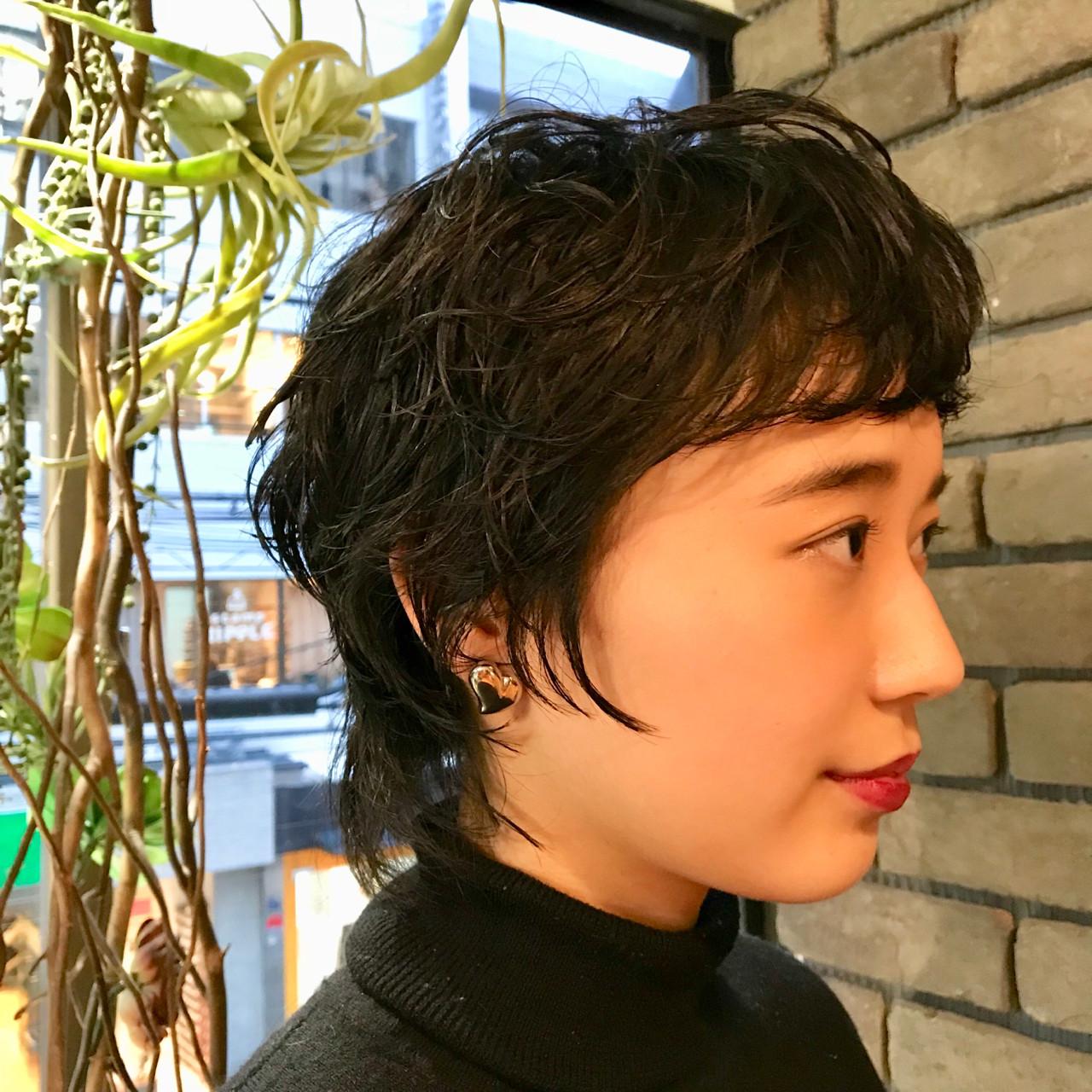 毛先にワンカールの黒髪パーマスタイルはジェルでウェット仕上げがおしゃれで大人度UPします^ ^