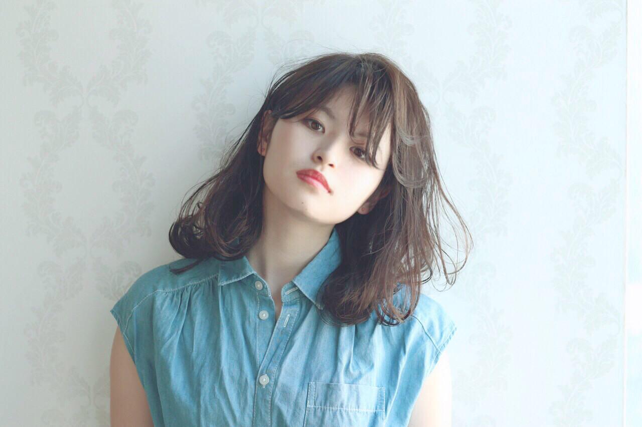 ナチュラル ミディアム アッシュ ゆるふわ ヘアスタイルや髪型の写真・画像 | Reina /