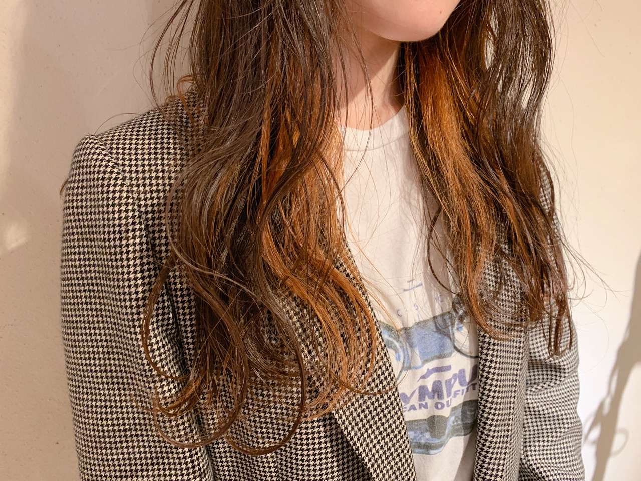 オレンジベージュ ミルクティーベージュ インナーカラー ナチュラル ヘアスタイルや髪型の写真・画像   HARUNA / ELTE