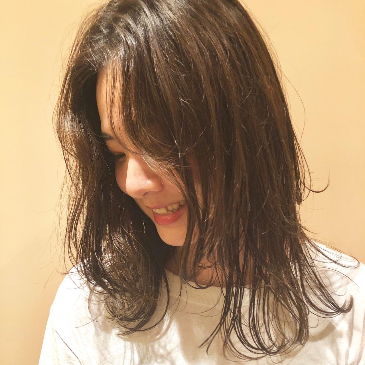 レイヤーロングヘア レイヤーヘアー 大人ミディアム ミディアム ヘアスタイルや髪型の写真・画像