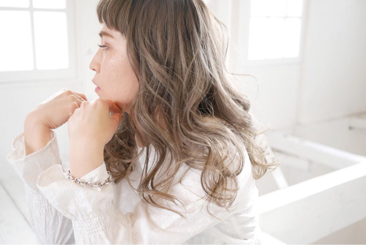 アッシュ ロング 外国人風カラー グレージュ ヘアスタイルや髪型の写真・画像   minori..miyauchi /