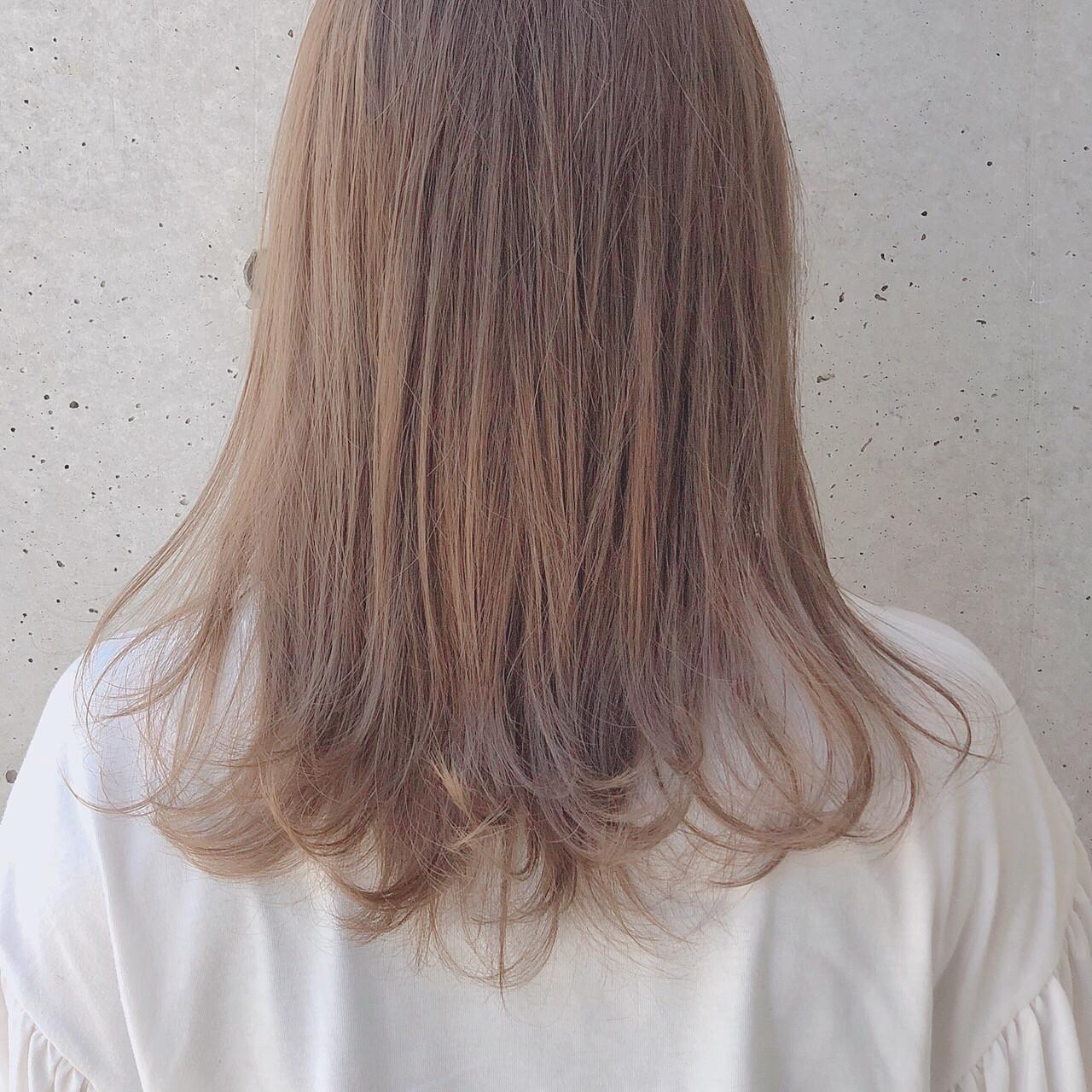 ナチュラル デート ミルクティー 透明感 ヘアスタイルや髪型の写真・画像