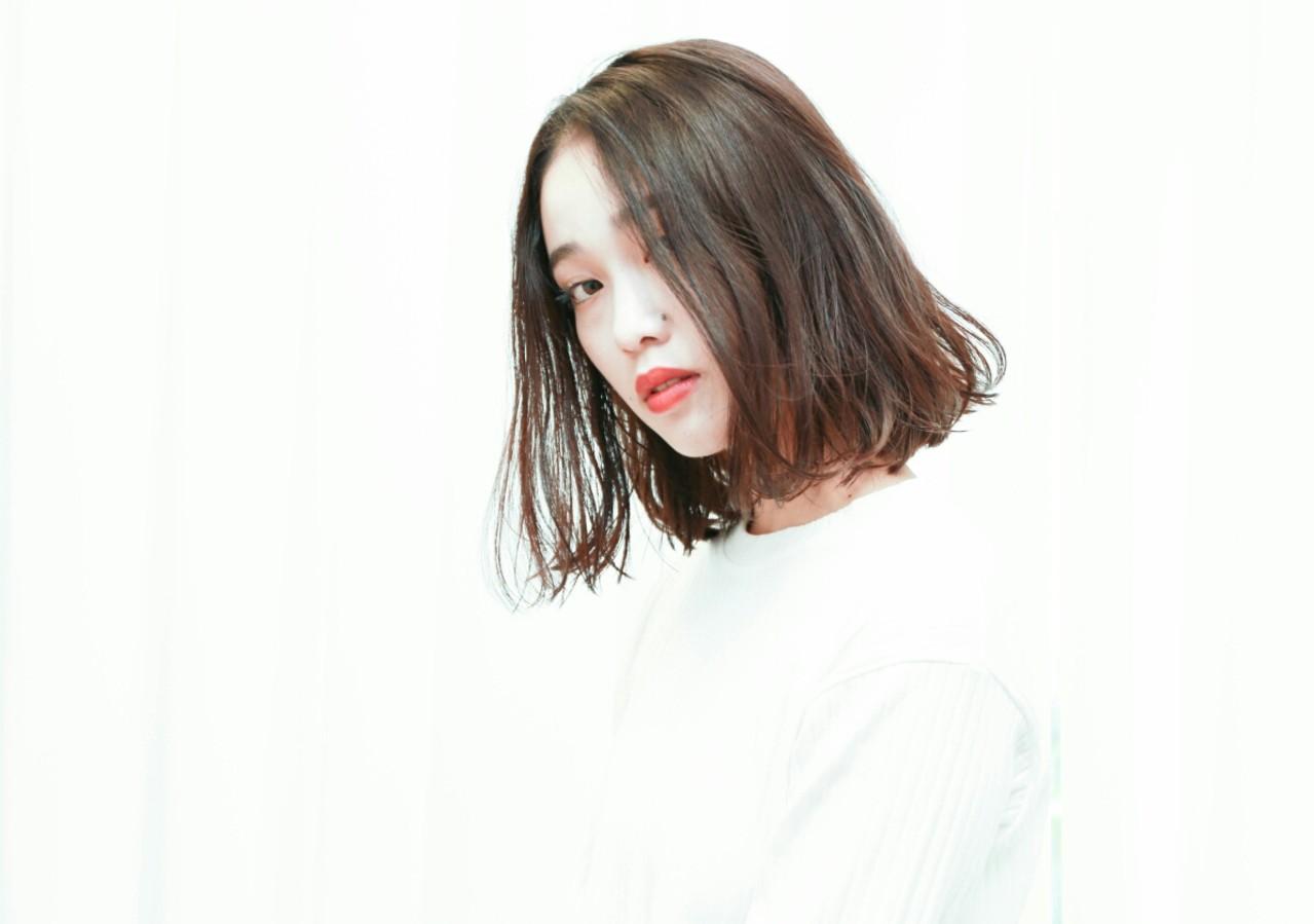 色気 ゆるふわ 暗髪 外国人風 ヘアスタイルや髪型の写真・画像 | 西尾 隆介 / Labyrinth