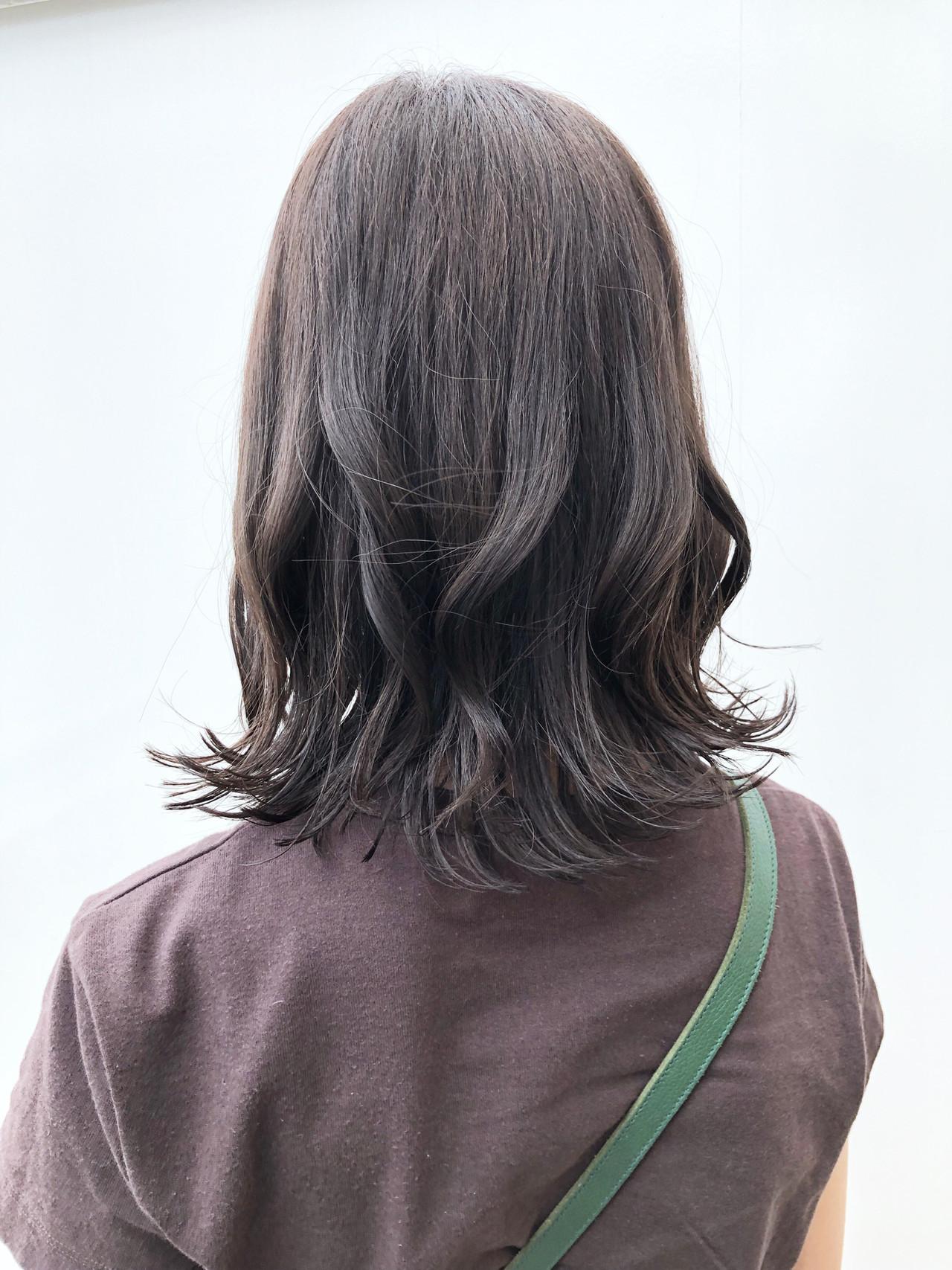 グレージュ アウトドア デート ナチュラル ヘアスタイルや髪型の写真・画像