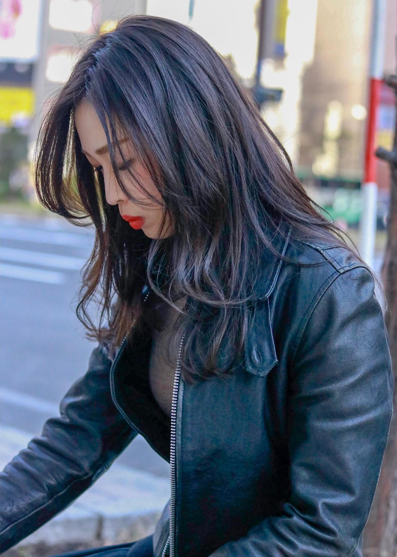 ロング ナチュラル 暗髪 アッシュ ヘアスタイルや髪型の写真・画像