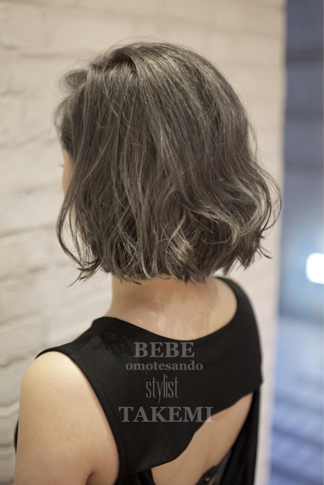 ナチュラル ボブ アッシュ ハイライト ヘアスタイルや髪型の写真・画像   TAKEMI / BEBE 表参道