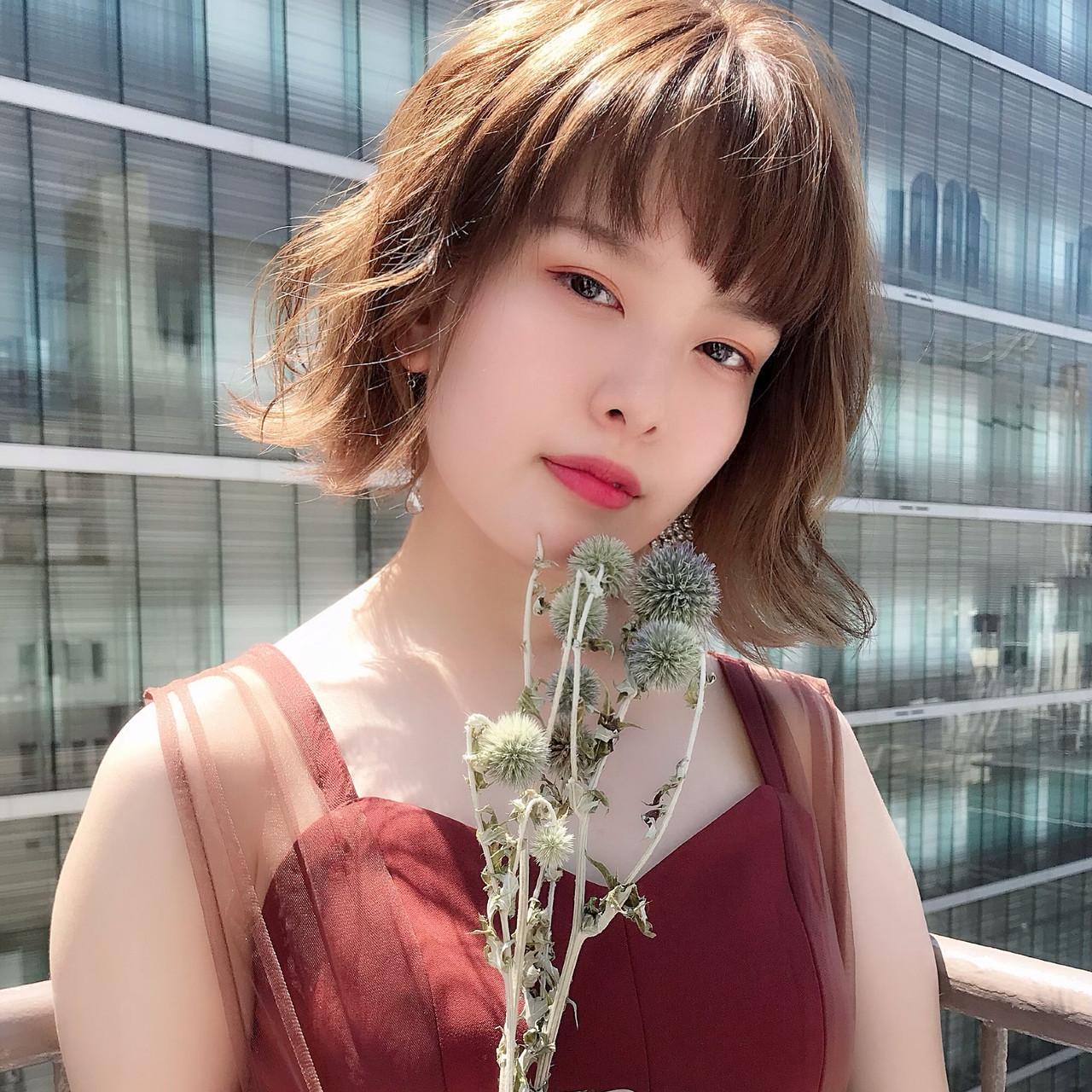フェミニン インナーカラー パーソナルカラー 外ハネボブ ヘアスタイルや髪型の写真・画像