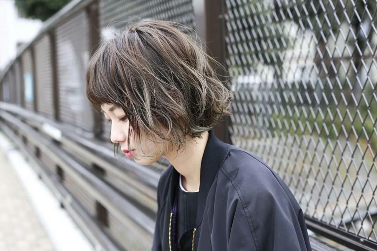 インナーカラー モード パーマ ウェーブ ヘアスタイルや髪型の写真・画像