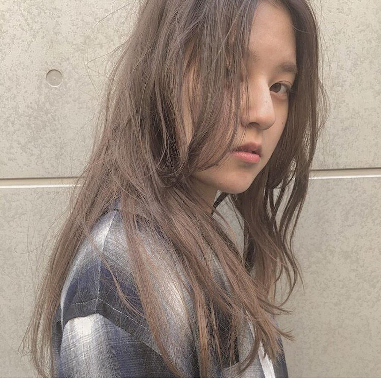 ロング 外国人風 センターパート ナチュラル ヘアスタイルや髪型の写真・画像