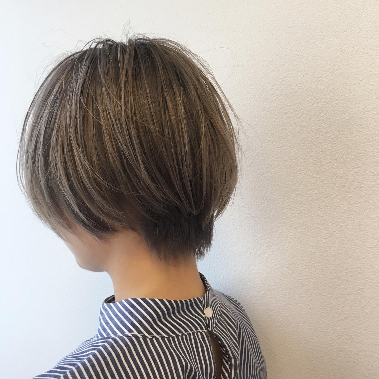 アッシュ ハイトーン ハイライト ショート ヘアスタイルや髪型の写真・画像