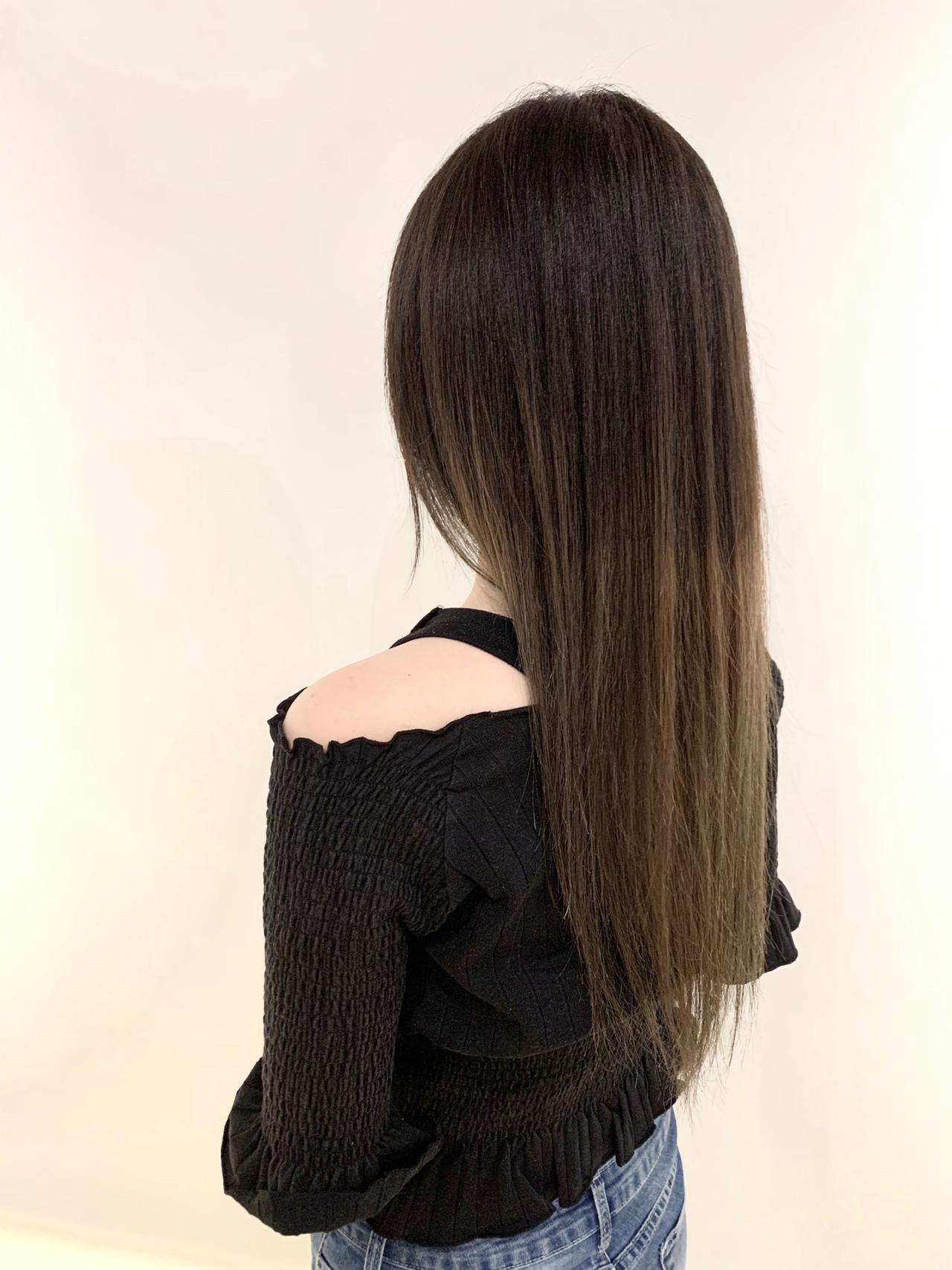 ガーリー ブリーチ ロング シルバーグレージュ ヘアスタイルや髪型の写真・画像 | 村上 駿 / FRAMES hair design
