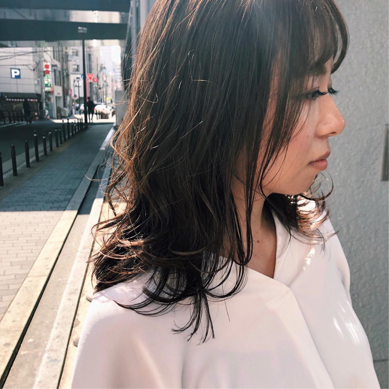 コンサバ セミロング ハイライト オフィス ヘアスタイルや髪型の写真・画像