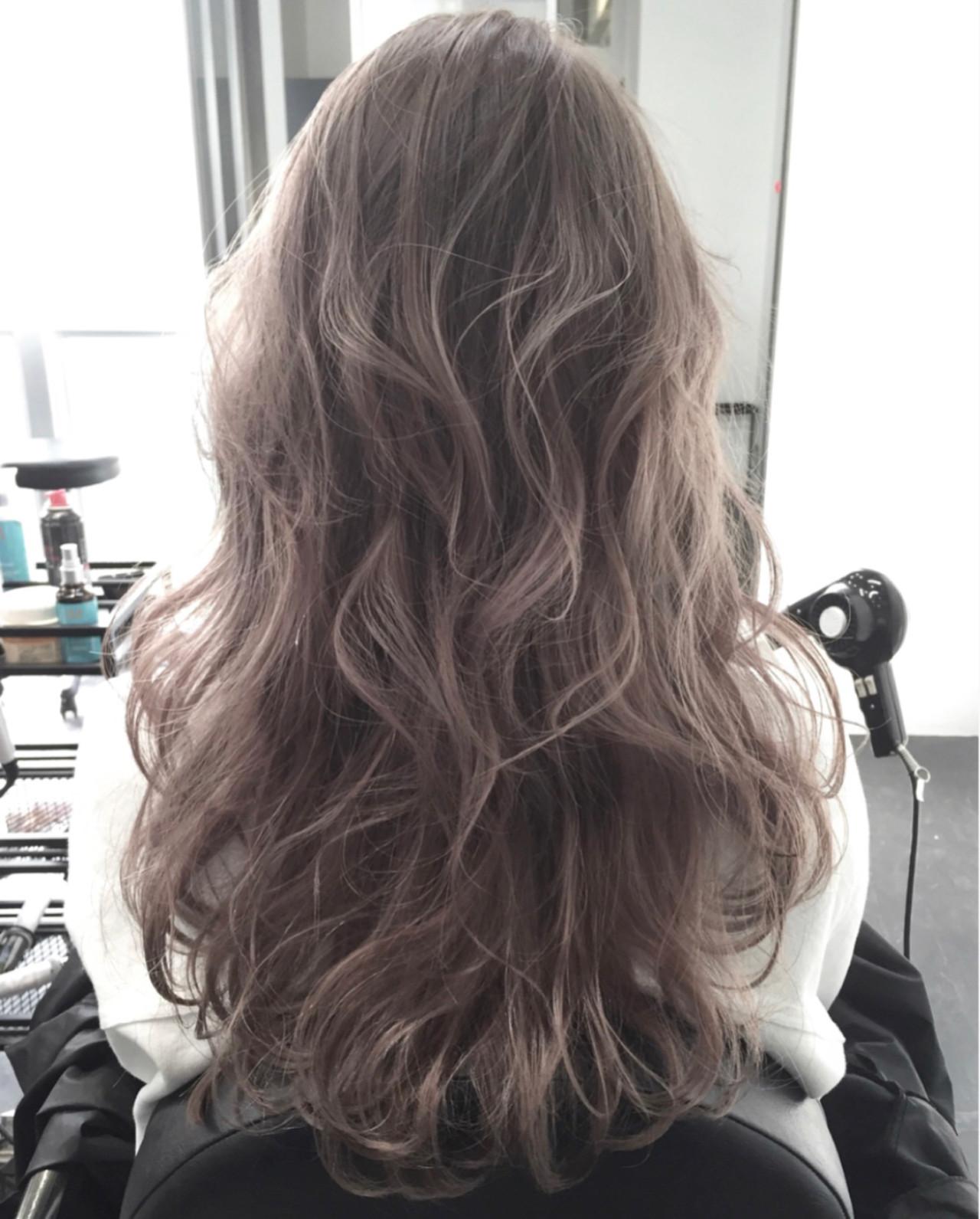 グレージュ ロング ハイライト アッシュ ヘアスタイルや髪型の写真・画像 | ALT 森田 正浩 / ALT