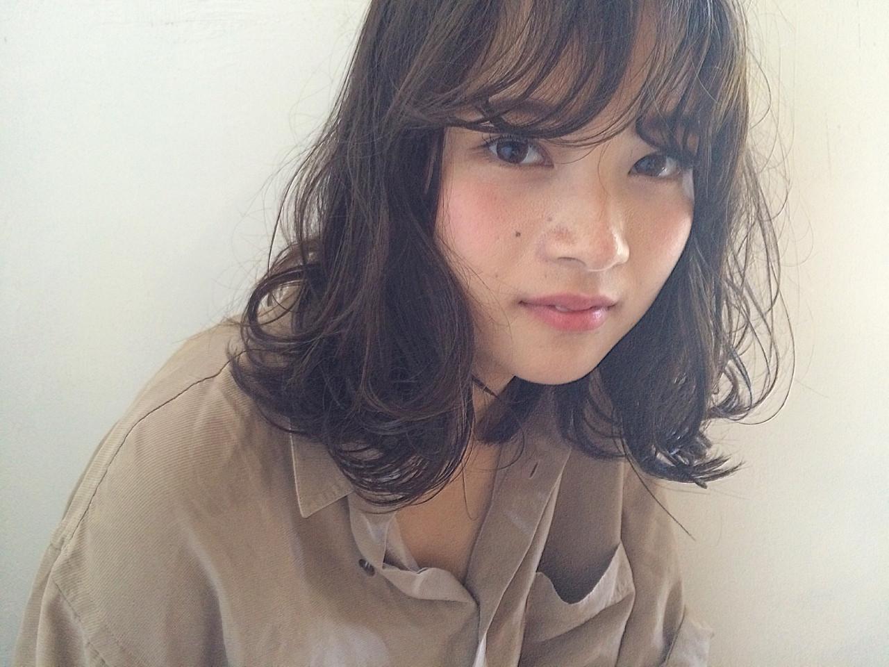 パーマ ミディアム 暗髪 ハイライト ヘアスタイルや髪型の写真・画像