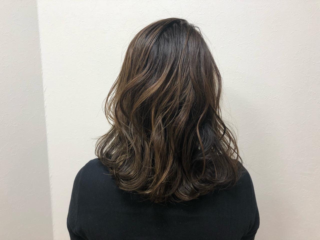 外国人風 ナチュラル セミロング ハイライト ヘアスタイルや髪型の写真・画像 | 宇渡 裕一 / Lillie hair&spa