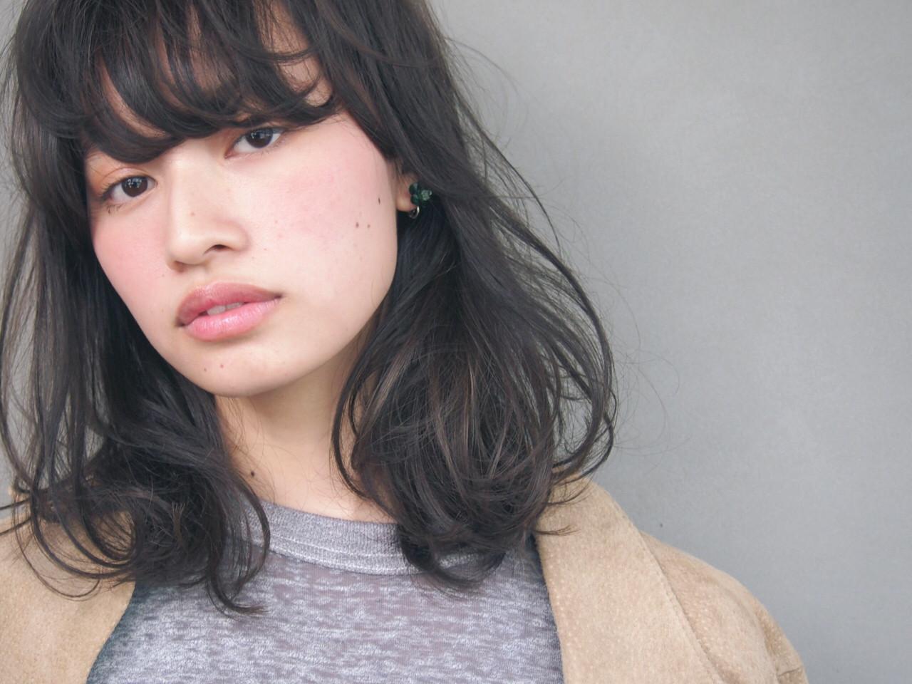 ミディアム 暗髪 パーマ 大人かわいい ヘアスタイルや髪型の写真・画像