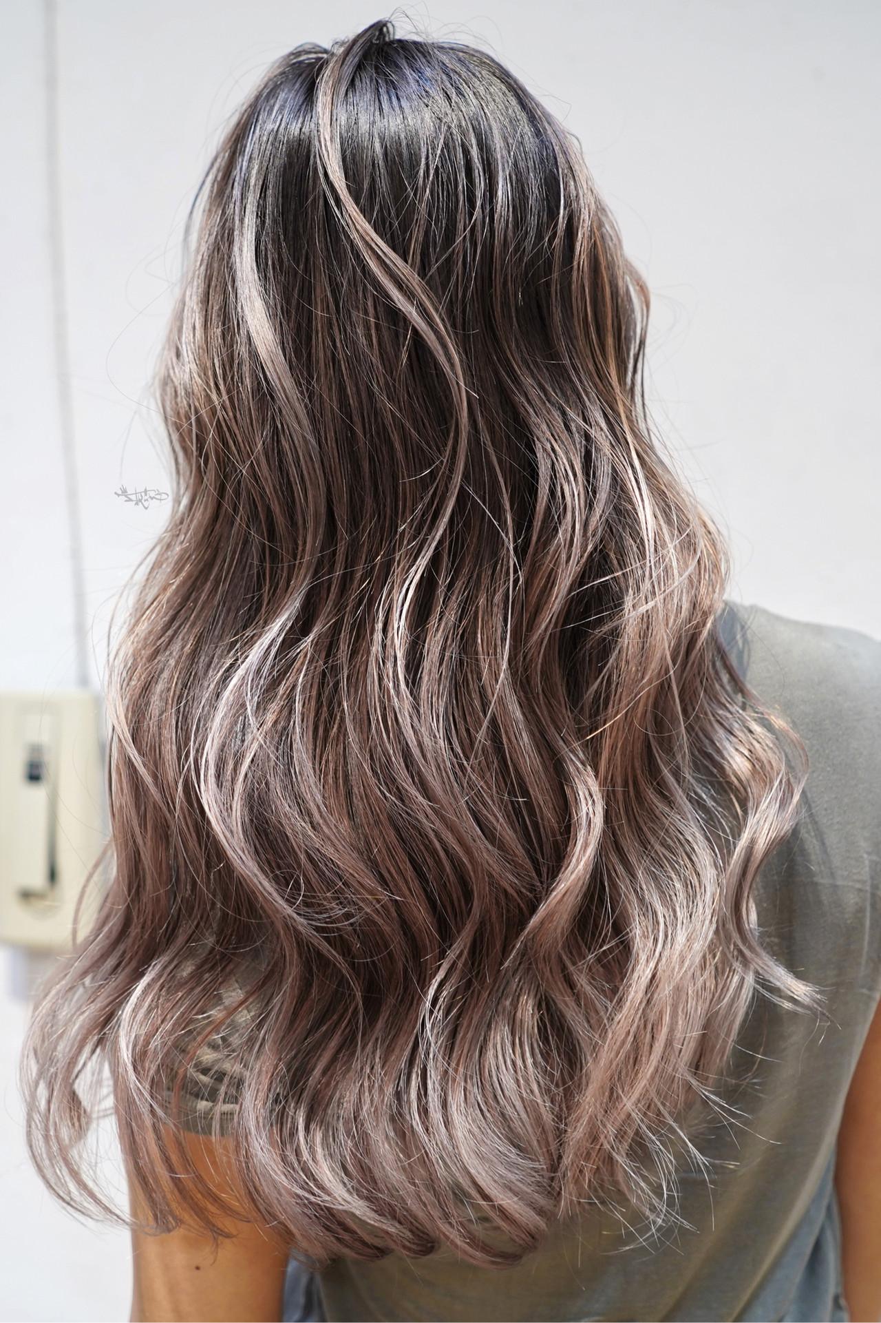 グレージュ ロング 外国人風カラー ガーリー ヘアスタイルや髪型の写真・画像 | TAKEMI / BEBE 表参道