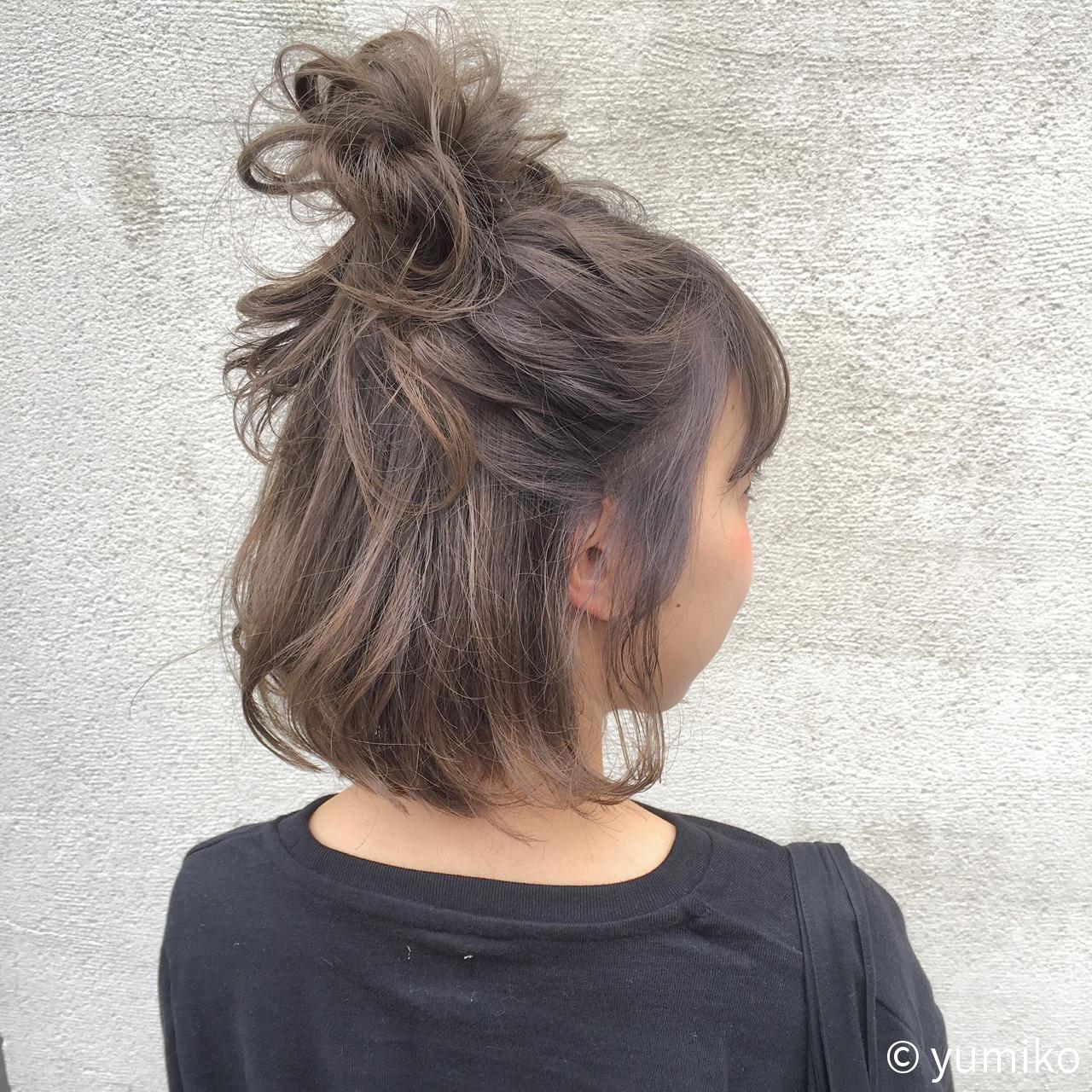グレー ダブルカラー 暗髪 グレージュ ヘアスタイルや髪型の写真・画像