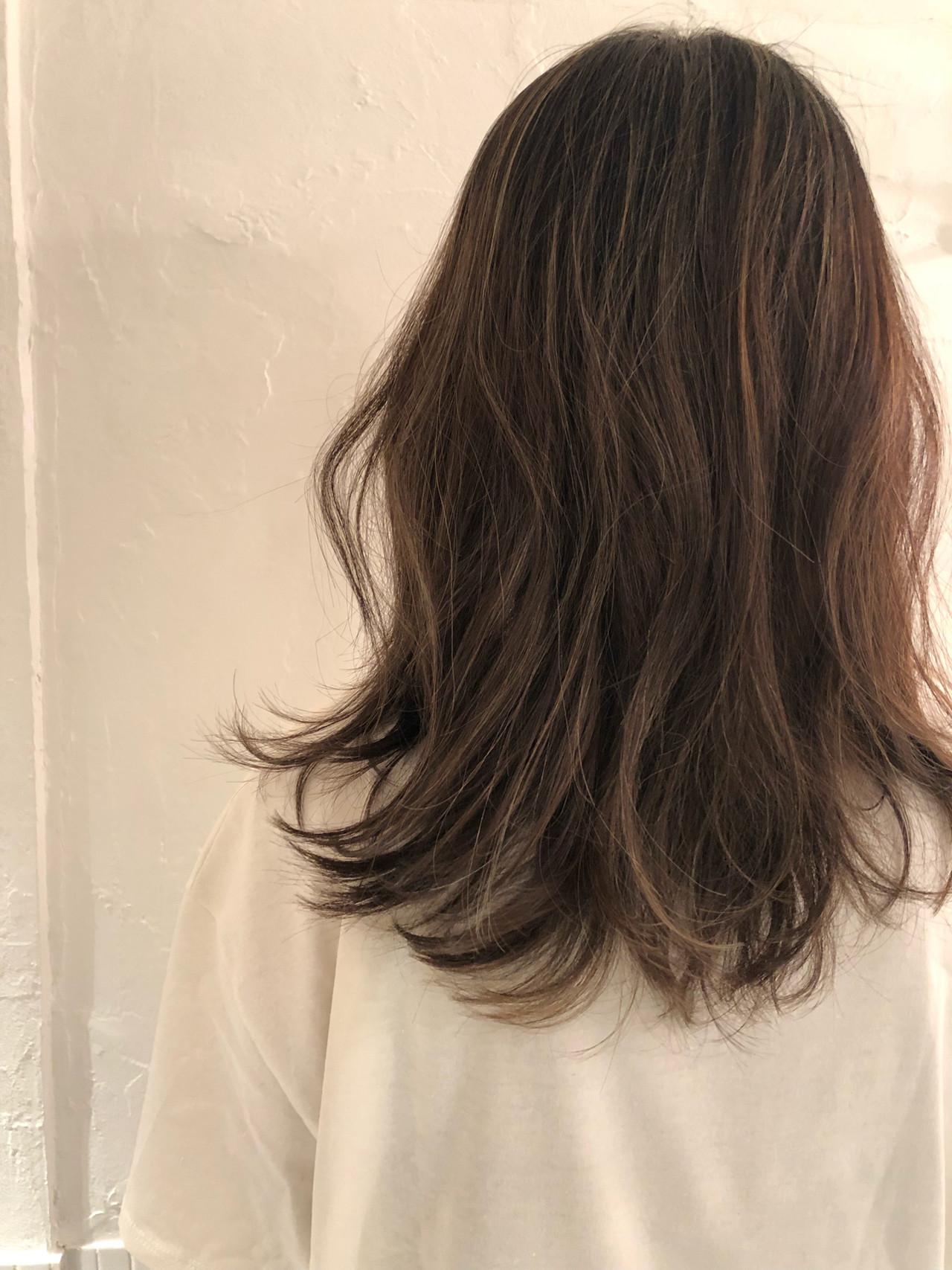 オフィス グレージュ ハイライト デート ヘアスタイルや髪型の写真・画像