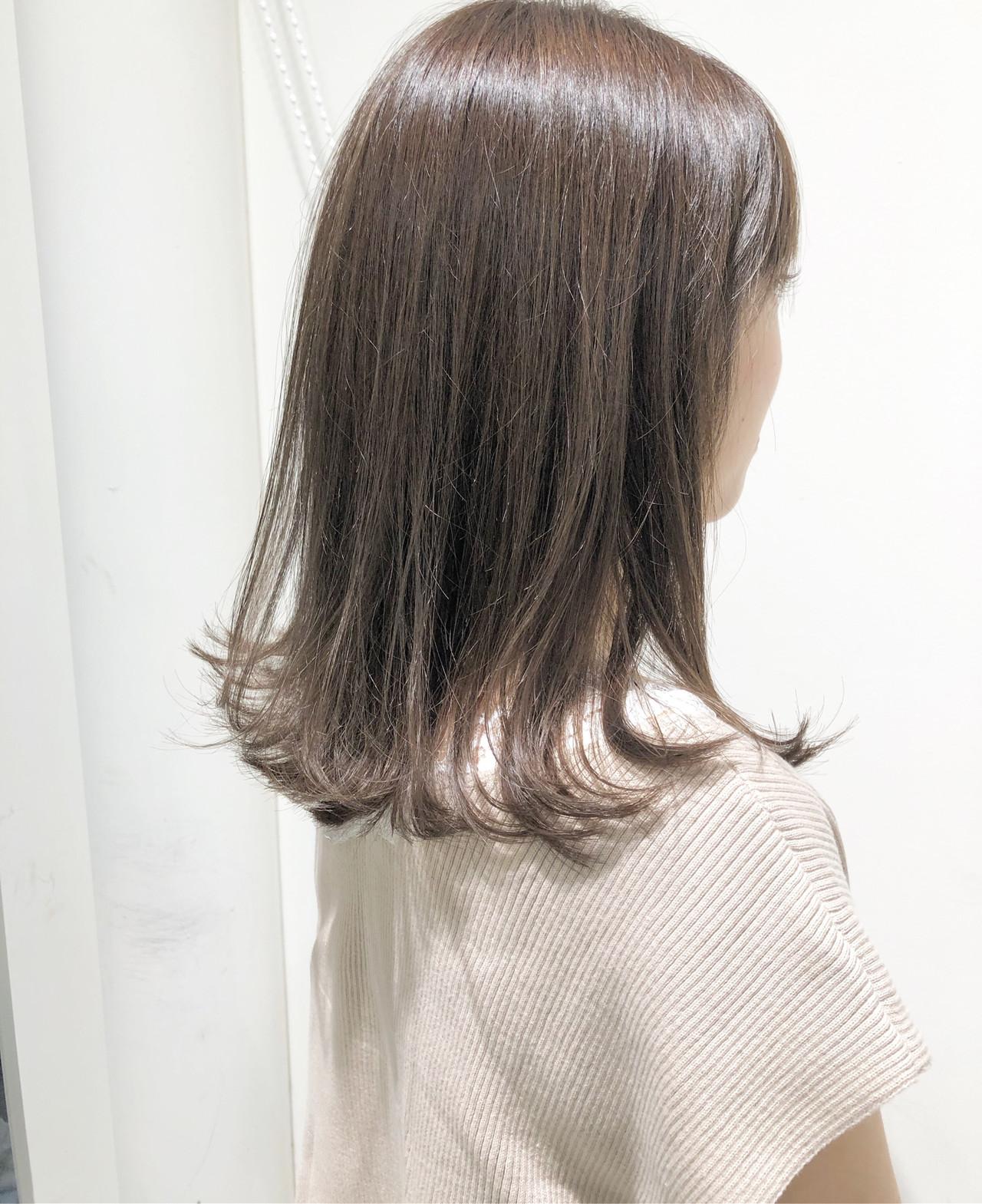 外ハネ グレージュ ミルクティーグレージュ ナチュラル ヘアスタイルや髪型の写真・画像 | 市岡 久 / BLANCOtres