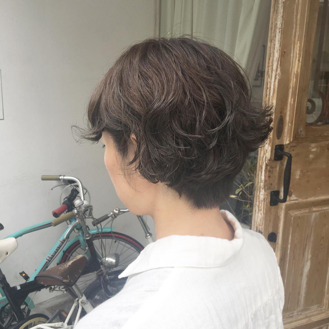 パーマ 簡単 ゆるふわ ショートボブ ヘアスタイルや髪型の写真・画像   西上絵里沙 / femme atelier