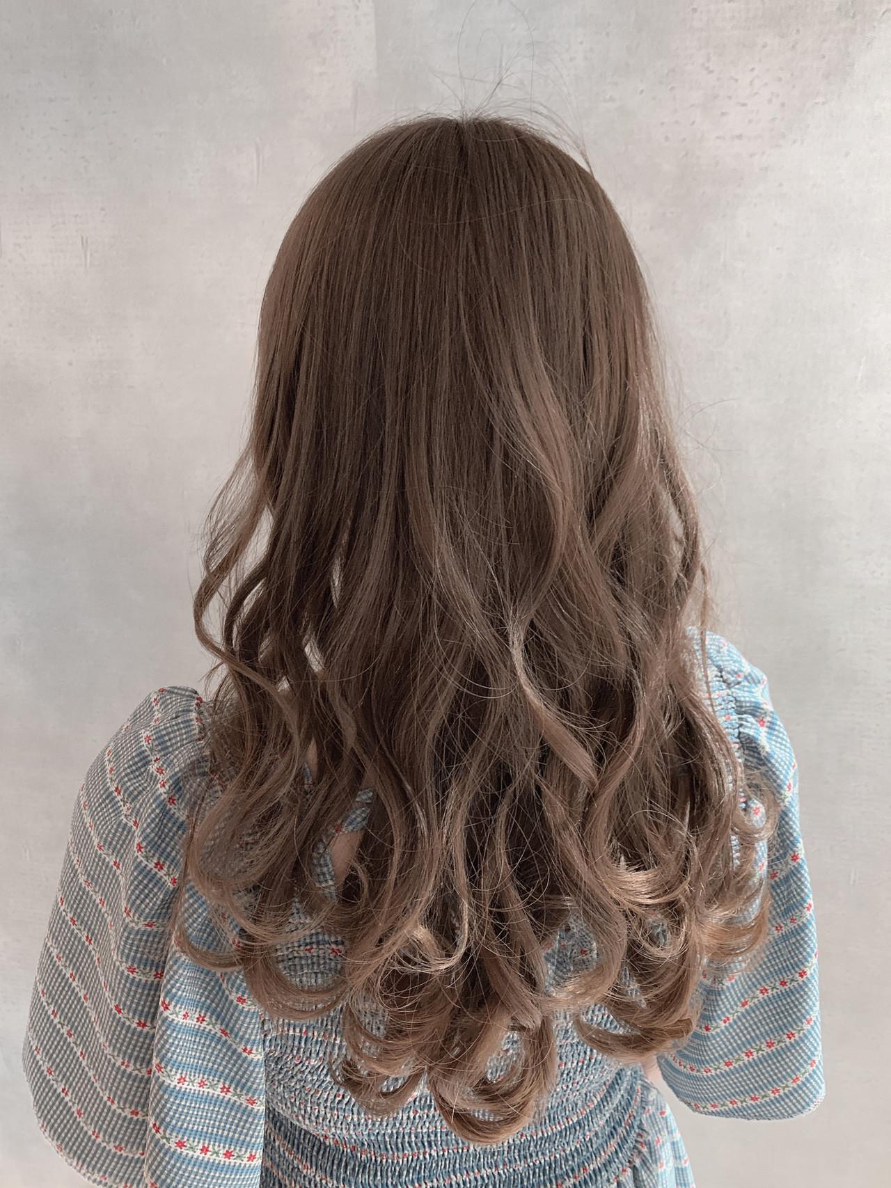 巻き髪 ハイトーンカラー セミロング 外国人風カラー ヘアスタイルや髪型の写真・画像