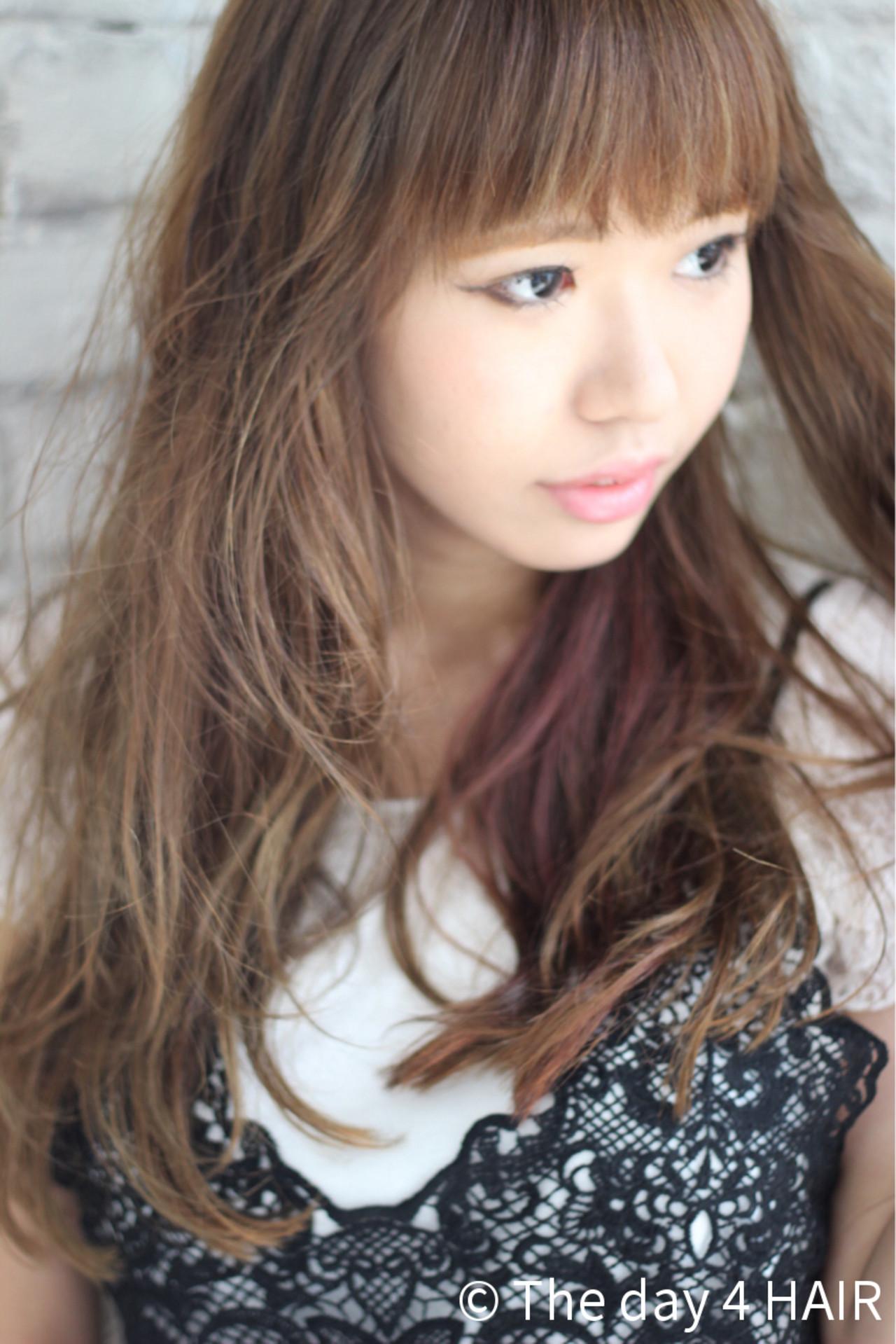 くせ毛風 インナーカラー ロング ブラウン ヘアスタイルや髪型の写真・画像