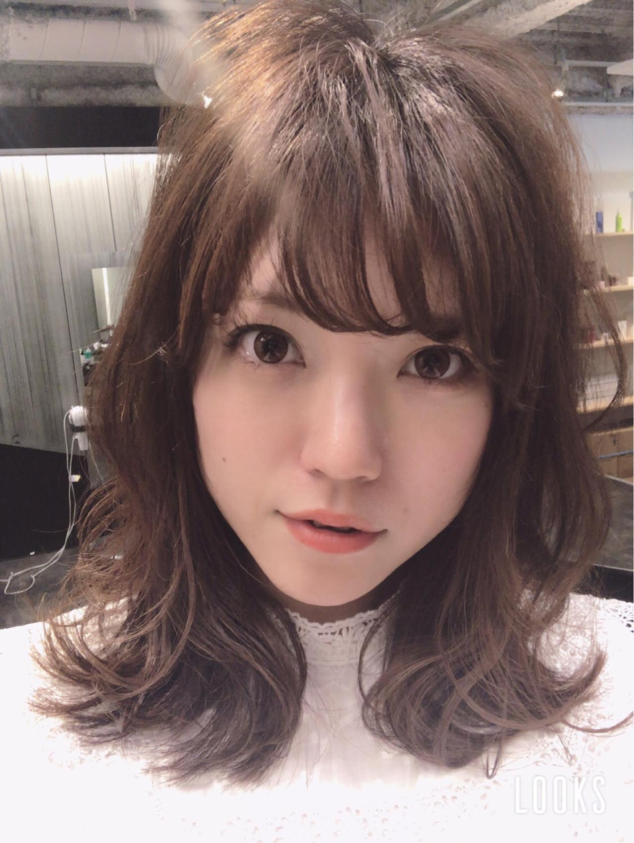 愛され アッシュ グレージュ ゆるふわ ヘアスタイルや髪型の写真・画像   Marika Yoshioka /