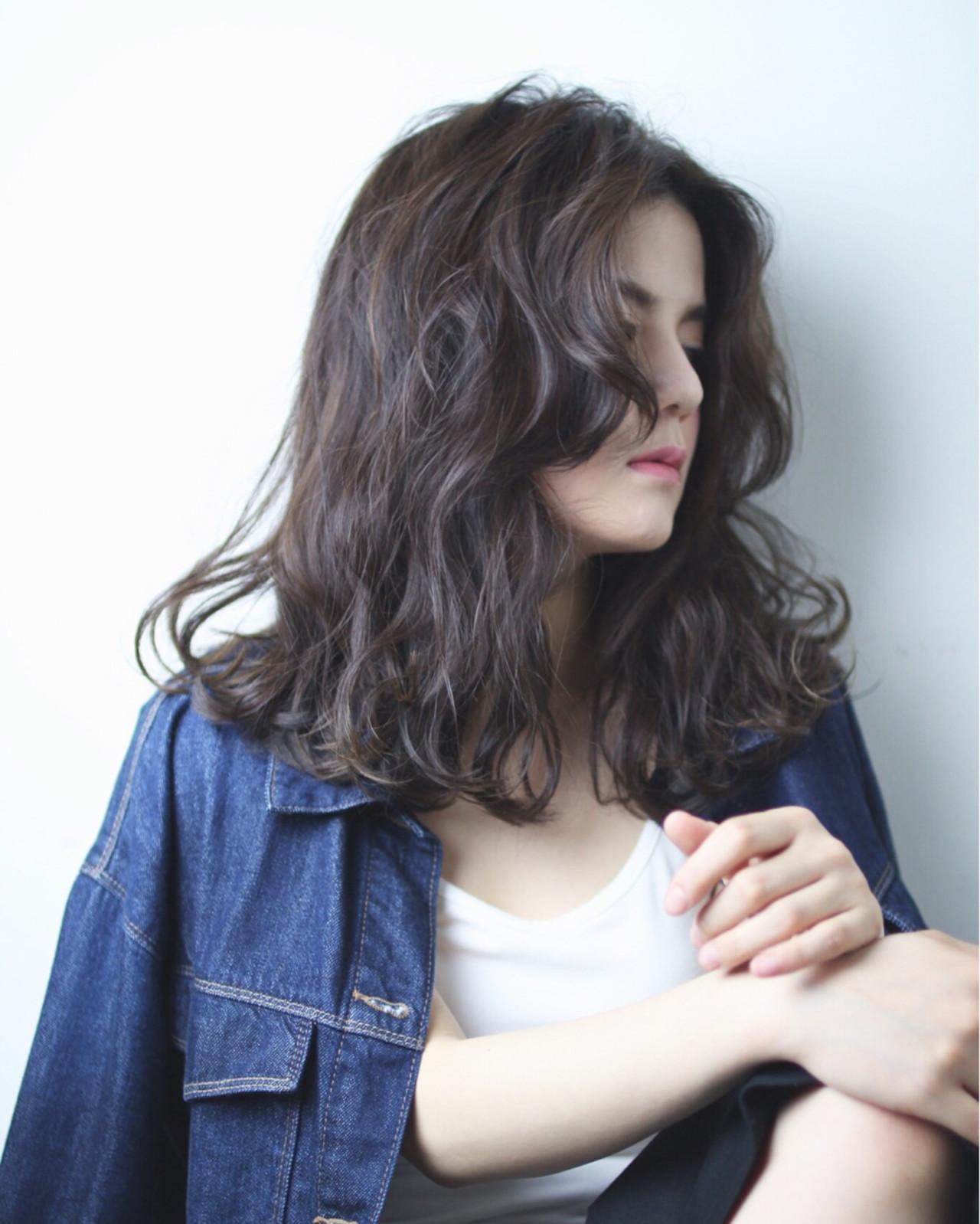 暗髪 波ウェーブ ウェーブ ストリート ヘアスタイルや髪型の写真・画像 | 亀山 直紀 / Ash 二子玉川