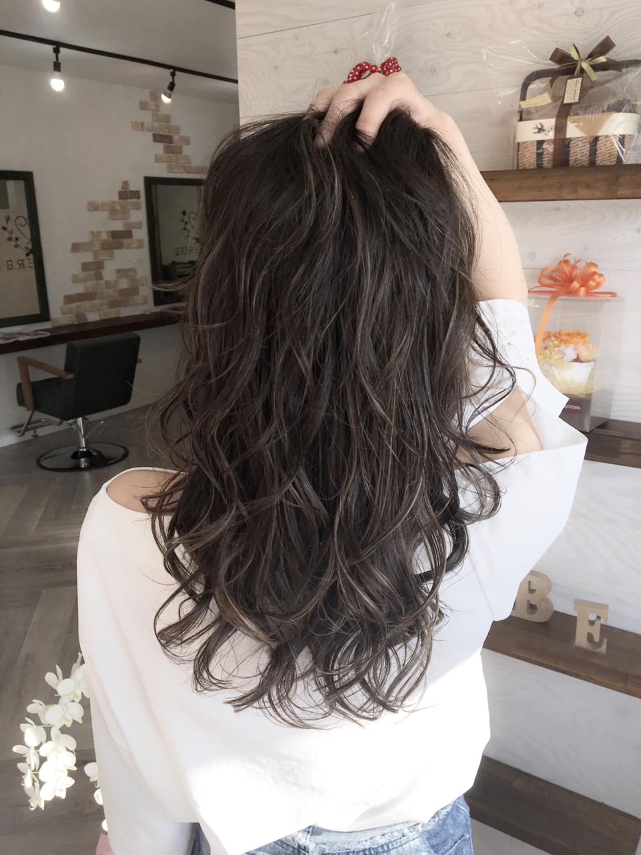 セミロング モード イルミナカラー 外国人風 ヘアスタイルや髪型の写真・画像 | 友木 清貴 / SUPERBE