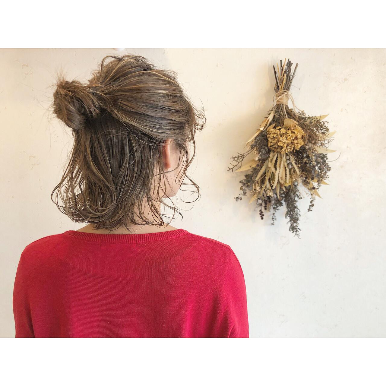 ボブ お団子アレンジ ナチュラル ハーフアップ ヘアスタイルや髪型の写真・画像