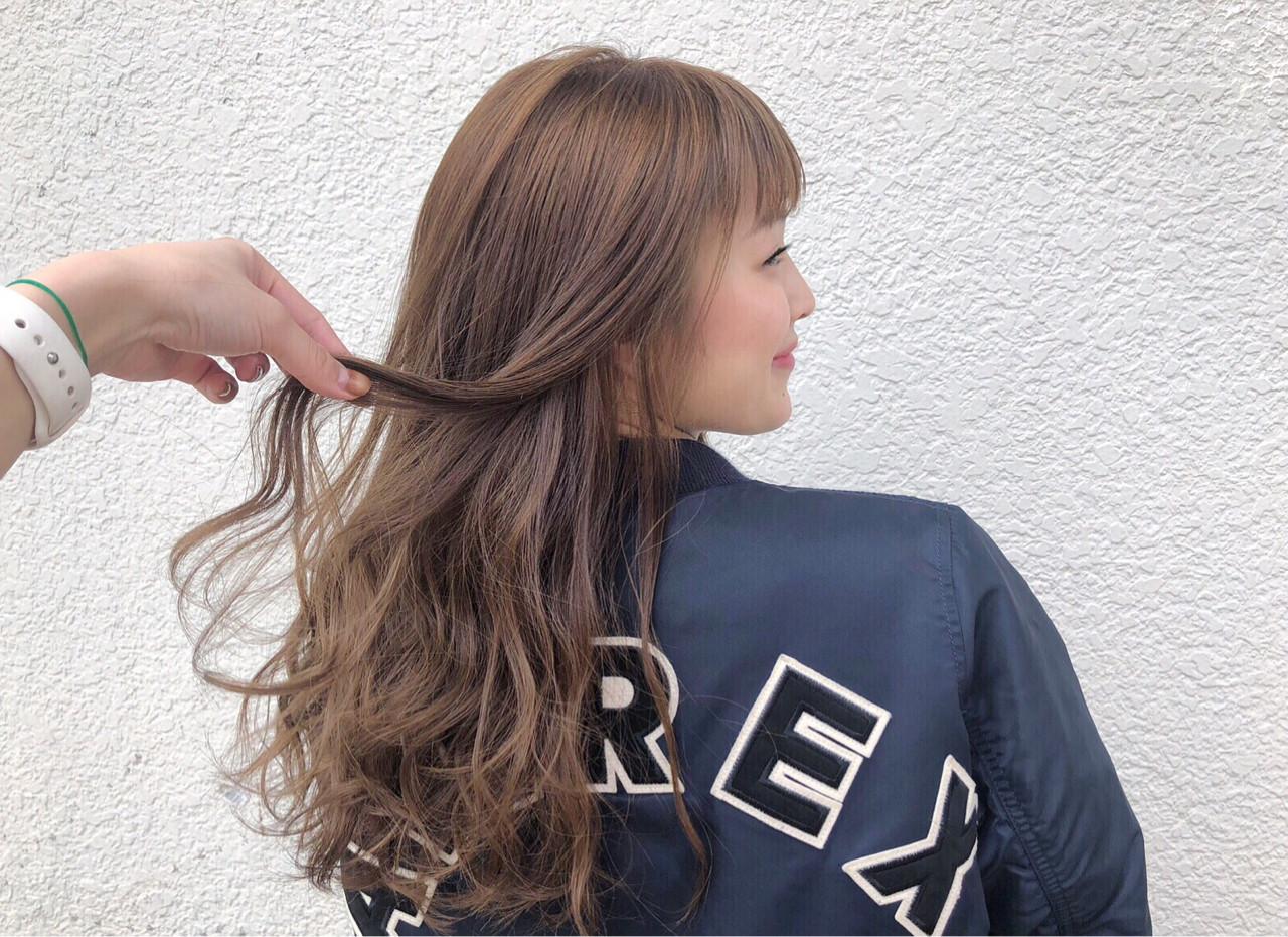 ナチュラル ハイトーン 巻き髪 ロング ヘアスタイルや髪型の写真・画像