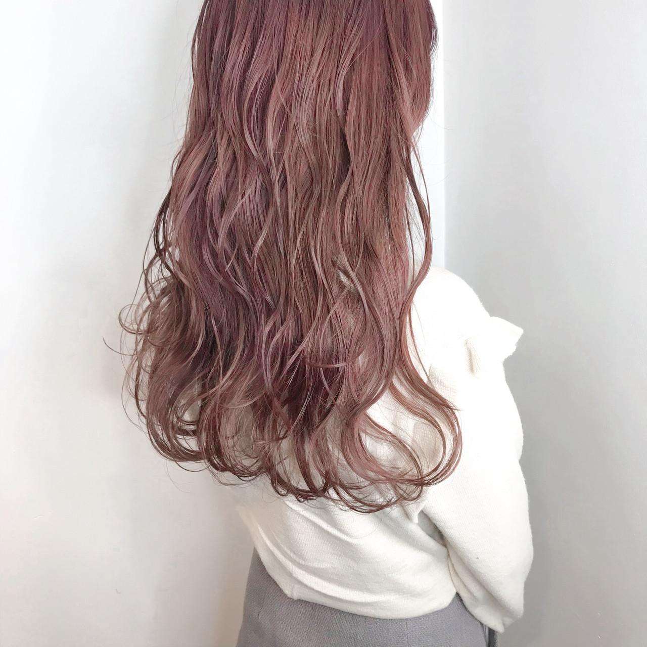 ロング ハイトーン 外国人風カラー 波ウェーブ ヘアスタイルや髪型の写真・画像
