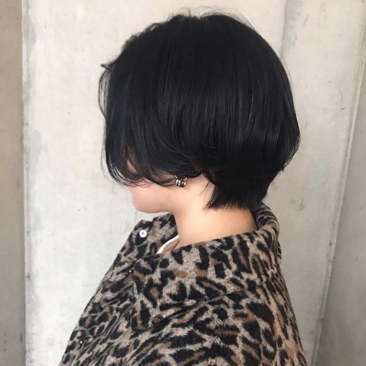 ショート アンニュイほつれヘア 大人かわいい ダークカラー ヘアスタイルや髪型の写真・画像