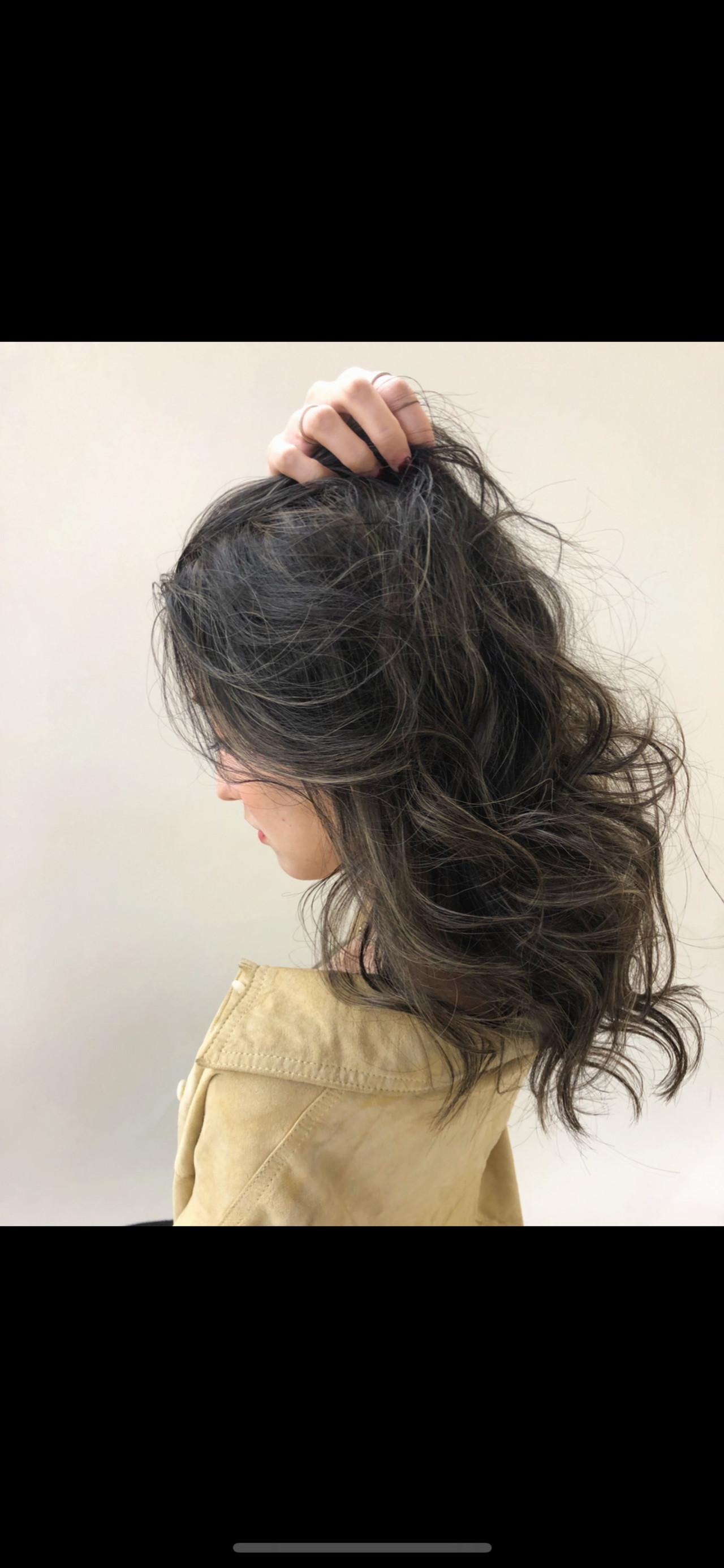 ロング 外国人風 ハイライト グレージュ ヘアスタイルや髪型の写真・画像