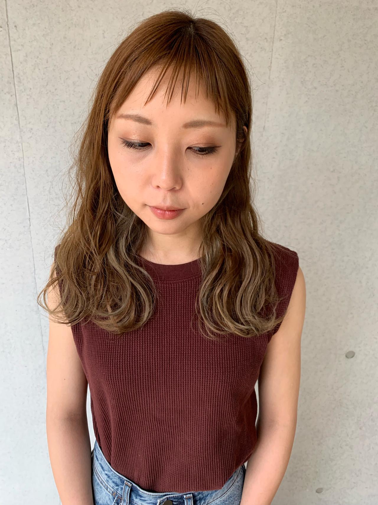 ハイライト ガーリー うぶ毛ハイライト セミロング ヘアスタイルや髪型の写真・画像