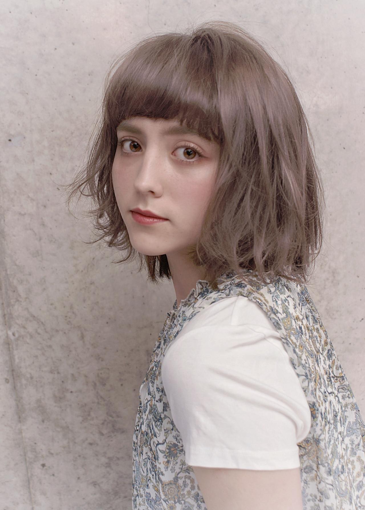 スタイリング アンニュイほつれヘア 外ハネボブ フェミニン ヘアスタイルや髪型の写真・画像