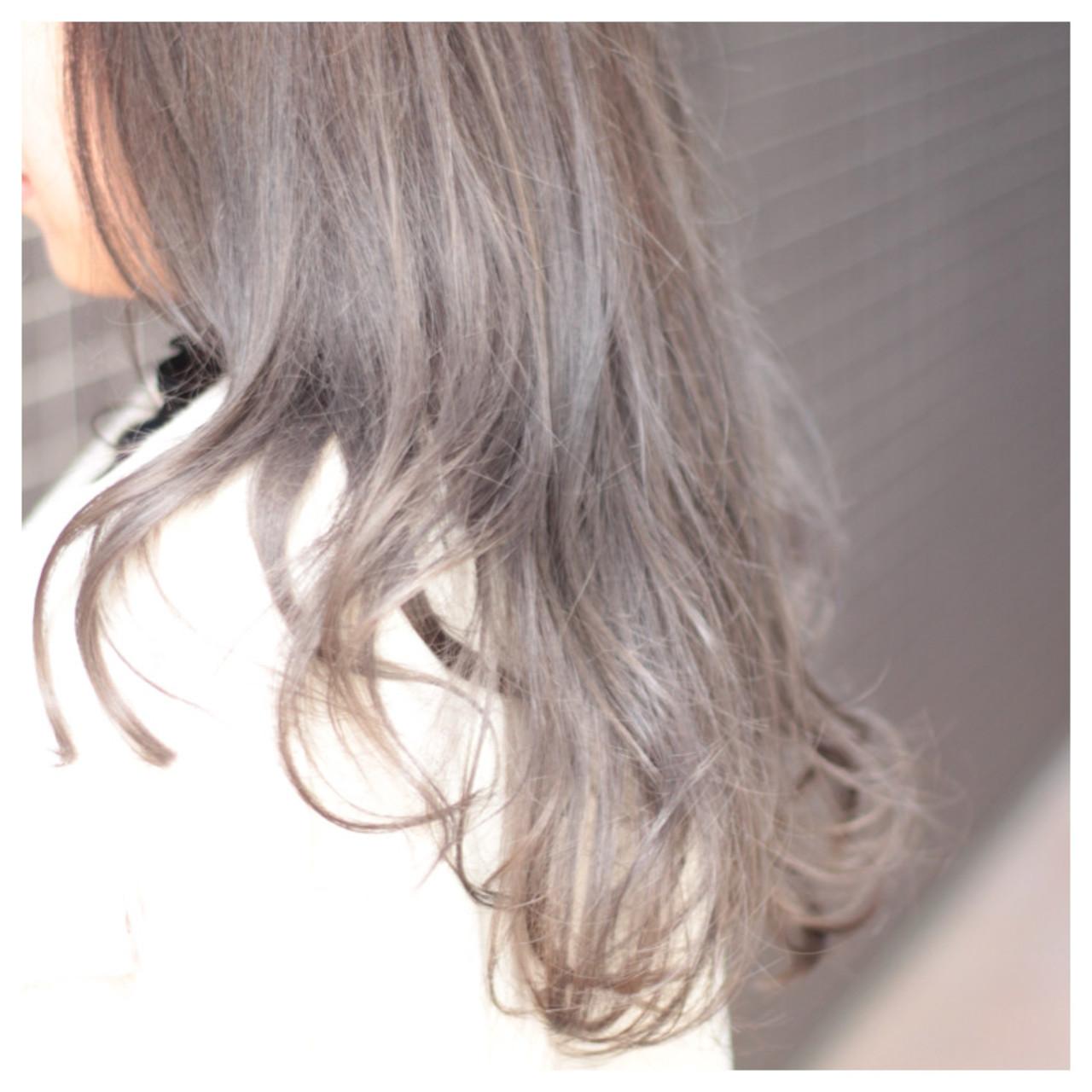 女子会 ナチュラル アッシュ ロング ヘアスタイルや髪型の写真・画像 | 吉田 漢二 / ALBUM新宿