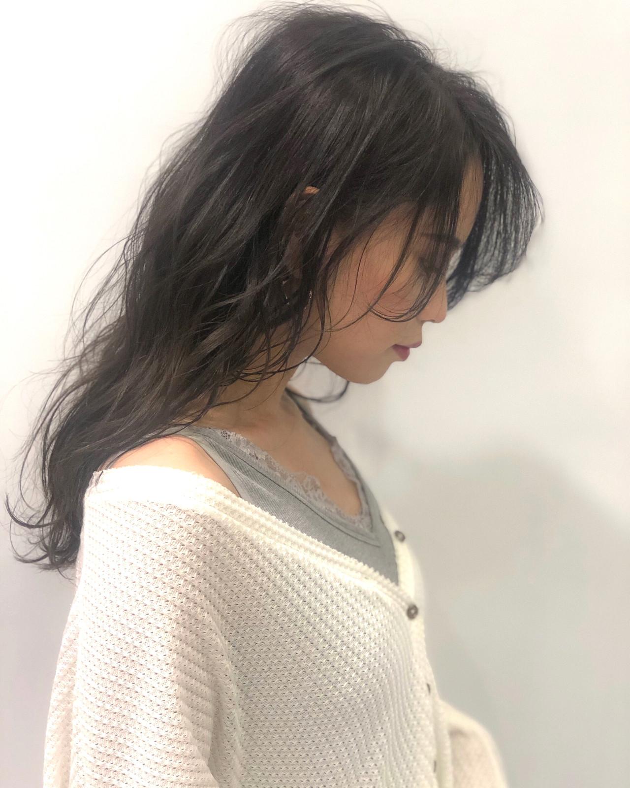 ナチュラル セミロング 波ウェーブ グレージュ ヘアスタイルや髪型の写真・画像