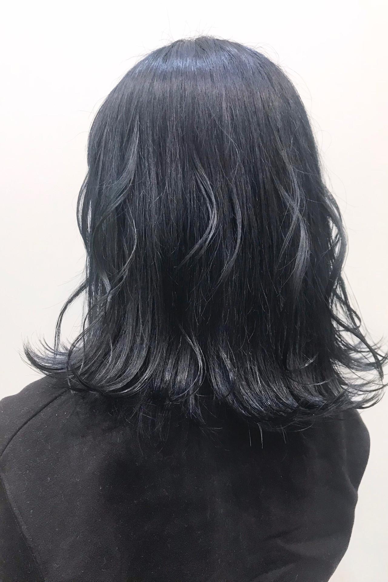 ブリーチオンカラー ミディアム 暗髪女子 ネイビー ヘアスタイルや髪型の写真・画像