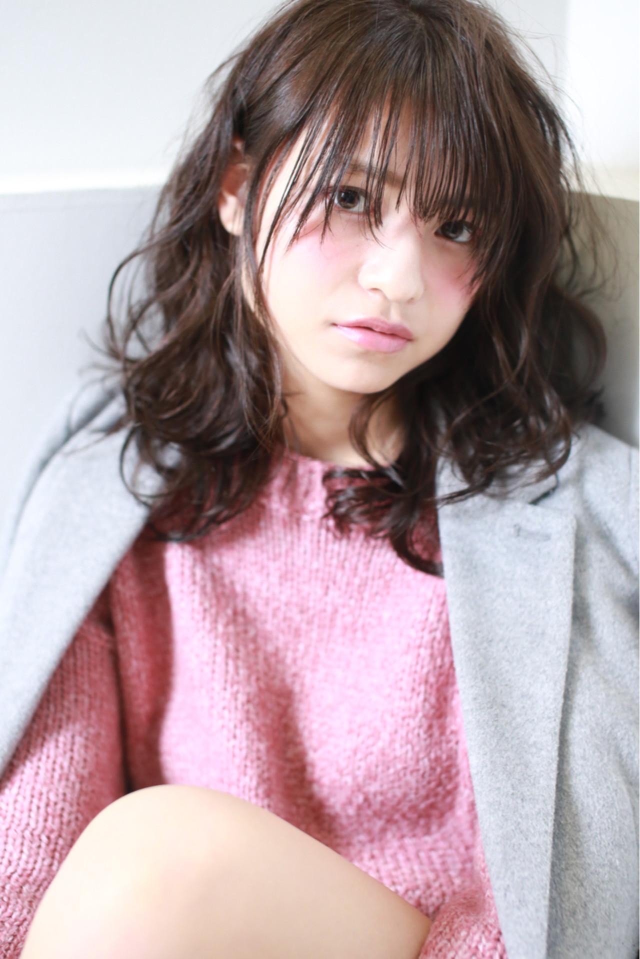 ゆるふわ 暗髪 かわいい ミディアム ヘアスタイルや髪型の写真・画像   ViUs /Hama / hair dresser ViUs