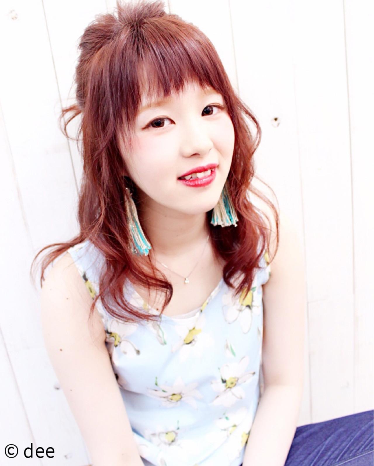メッシーバン 外国人風 ナチュラル ピンク ヘアスタイルや髪型の写真・画像