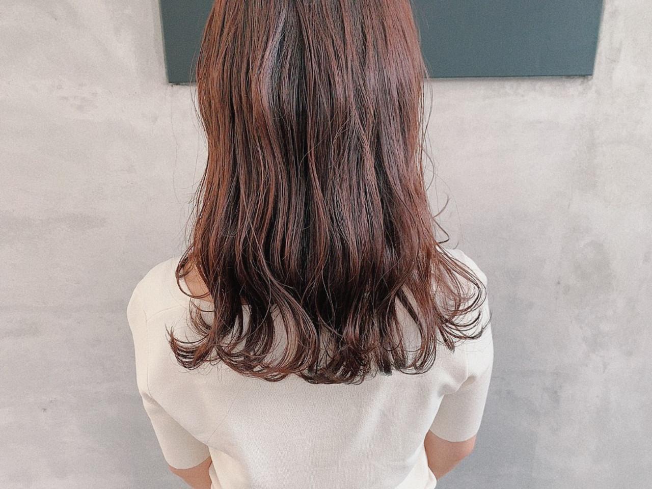 セミロング ナチュラル バイオレットカラー ゆるナチュラル ヘアスタイルや髪型の写真・画像