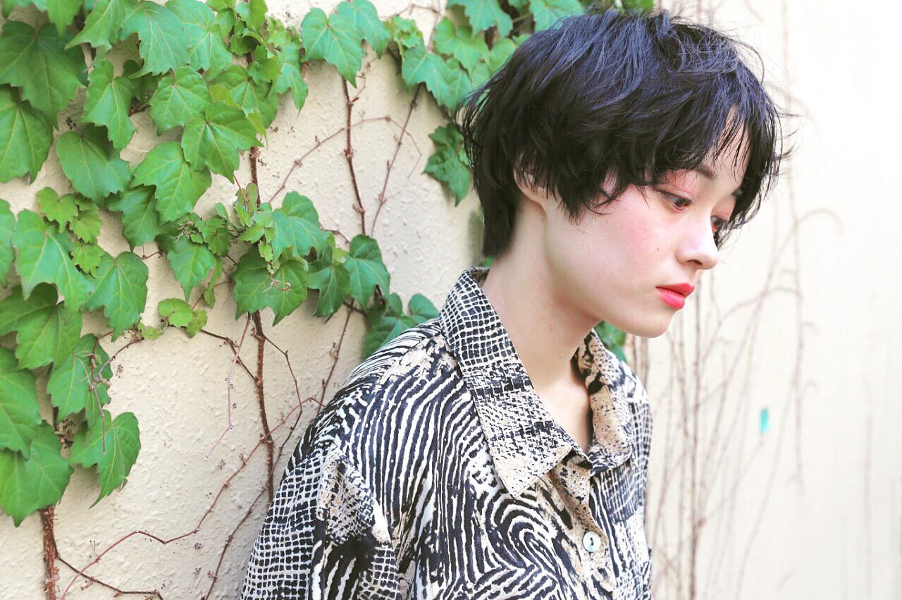 ウェットヘア リラックス シースルーバング 暗髪 ヘアスタイルや髪型の写真・画像