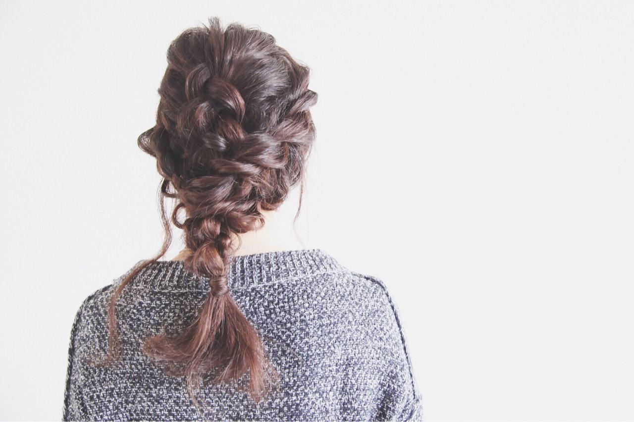 セミロング ルーズ 編み込み ヘアアレンジ ヘアスタイルや髪型の写真・画像 | ayamimurakami / KOCHAB