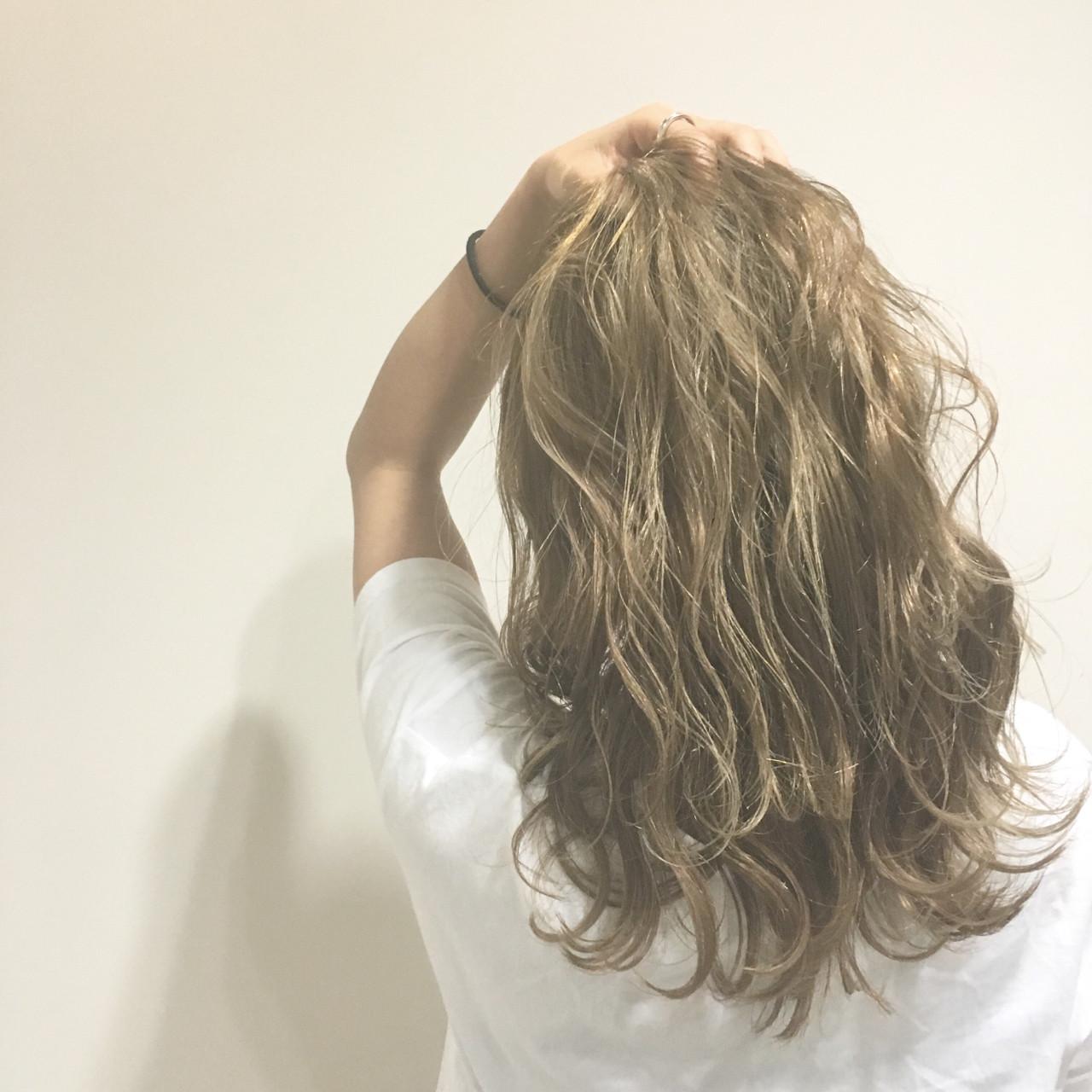 セミロング ストリート ヘアアレンジ ウェットヘア ヘアスタイルや髪型の写真・画像