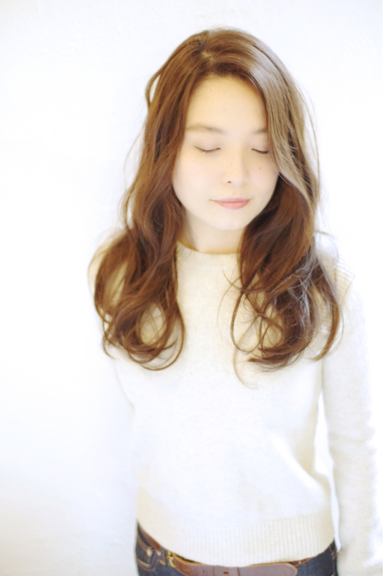 透明感 ゆるふわ パーマ 外国人風 ヘアスタイルや髪型の写真・画像 | 浅川 悠平 / calmLY HAIR