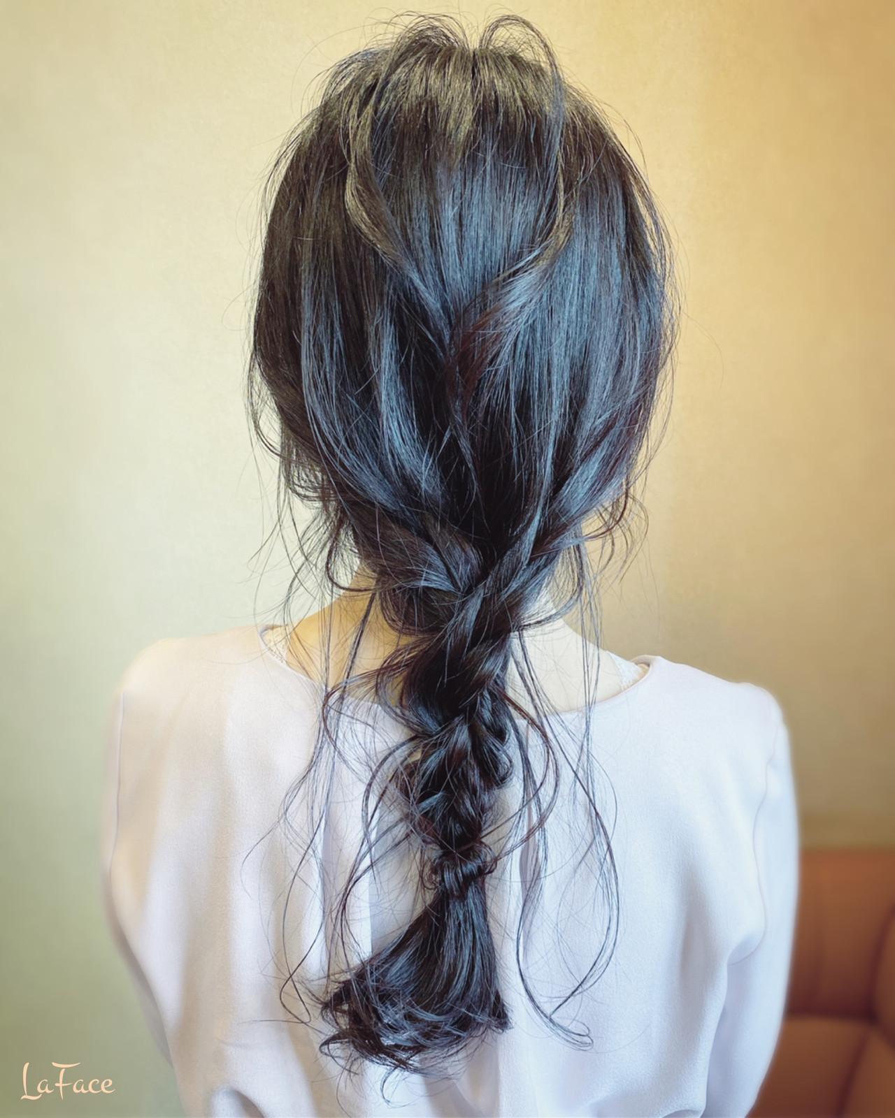 三つ編み 後れ毛 編みおろし ナチュラル ヘアスタイルや髪型の写真・画像